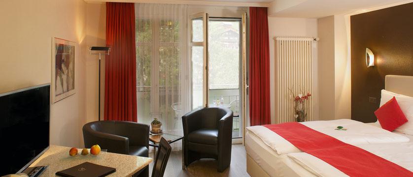 switzerland_jungfrau-ski-region_grindelwald_hotel-belvedere_bedroom.jpg